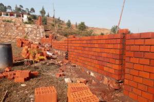 Fase di realizzazione del muro