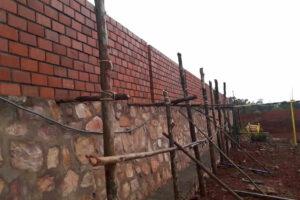 Fondazione del muro con ponteggi